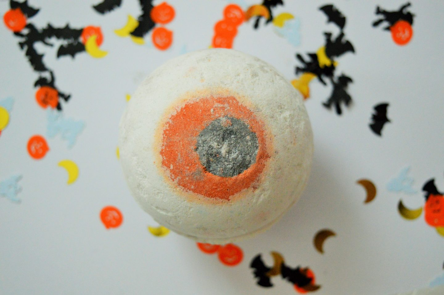 must have Halloween items for 2018 large eyeball bath bomb