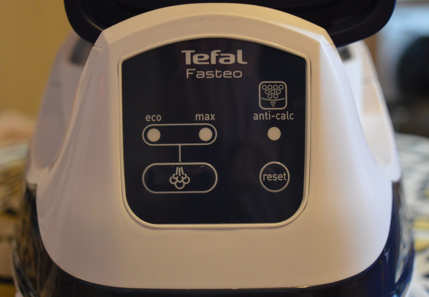 Review: Tefal Fasteo SV6035 Pressurised Steam Generator Iron AO